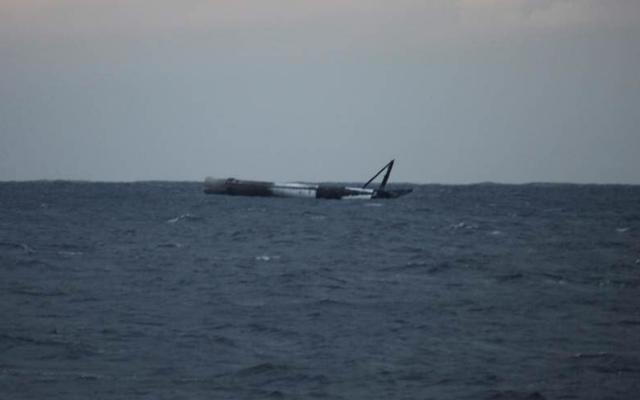 La fusée SpaceX apparemment maudite surprend Elon Musk en survivant au test d'atterrissage en mer