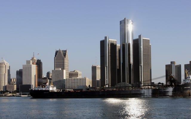 デトロイトのけん引会社が、非常に手の込んだ計画で数十台の車を盗んだとされています
