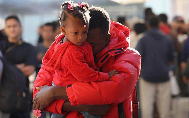 ハイチ人とアフリカ人は、トランプ移民政策によって米国とメキシコの国境に沿って立ち往生している人々の中にますます増えています