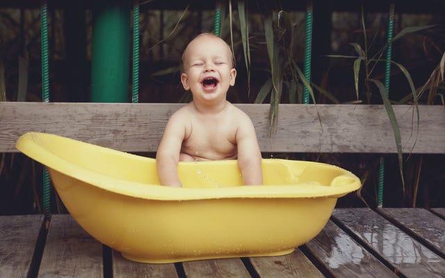 Usa la tua vasca da bagno per bambini come una piscina per bambini