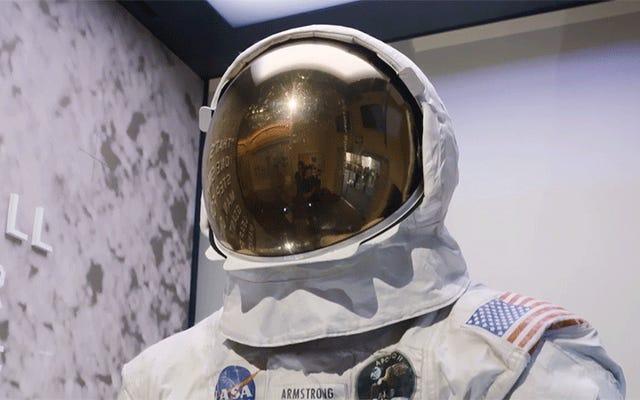 スミソニアンがニールアームストロングの宇宙服が有害なガスでゆっくりと自分自身を破壊するのを防ぐ方法