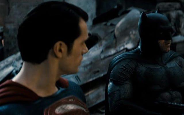 ワイヤードはバットマンとスーパーマンが戦うのをやめて、すでにキスすることを望んでいます