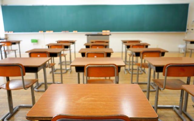 オレゴンシティの黒人学生が人種的嫌がらせに対して行動を起こさなかったとして学区を訴える