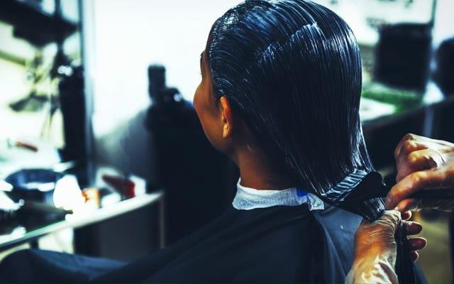 Может ли ваша процедура красоты увеличить риск рака груди? Новое исследование показывает, что стойкие красители и выпрямители могут представлять опасность