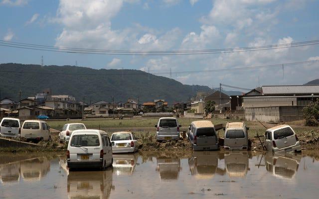 南日本が1日で1か月の雨に備えて避難を命じられた100万人以上