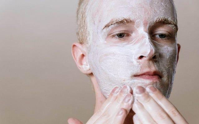 Tous les nettoyants pour le visage qui fonctionnent et ne fonctionnent pas pour votre peau, selon les experts