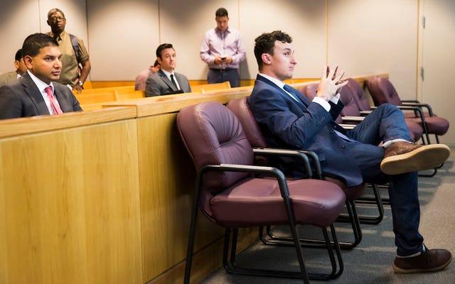 ジョニー・マンジエルの弁護士が誤ってクライアントに関する不幸なテキストをAPに送信する