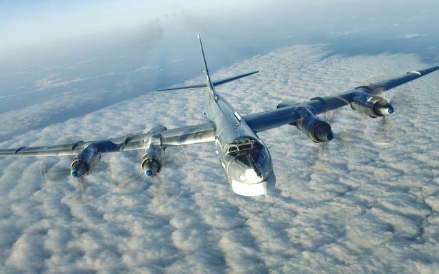 Dentro del bombardero ruso que ha estado sobrevolando la costa de Estados Unidos