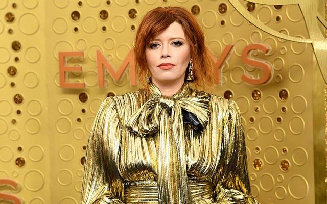Natasha Lyonne de la poupée russe rejoint le panthéon de célébrités qui applaudissent comme des cinglés