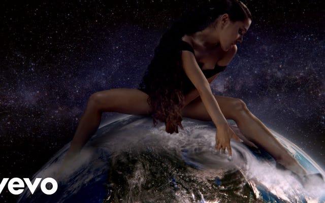 Ariana Grande ci fa pregare un Dio donna femminista