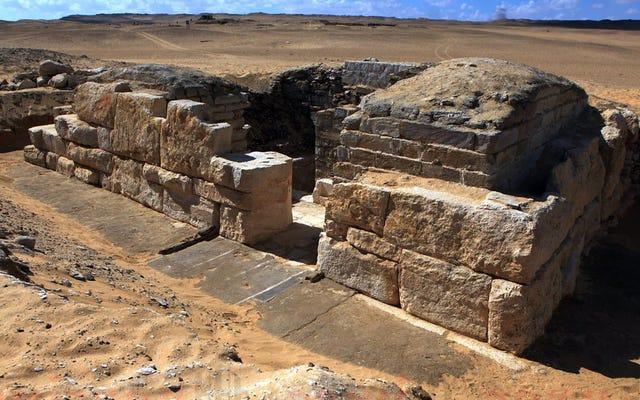考古学者は未知のエジプトの女王の墓を発見しました