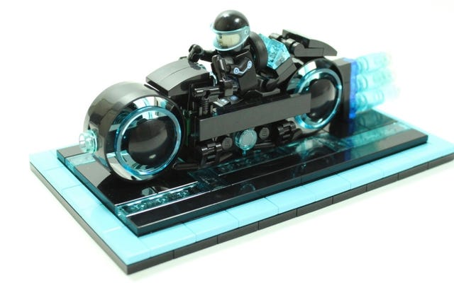 लेगो इस शानदार ट्रॉन लाइटसाइकल सेट के साथ ग्रिड में प्रवेश करती है