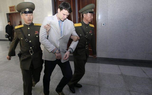 看板を盗んだとして北朝鮮で15年の重労働を宣告されたUVAの学生