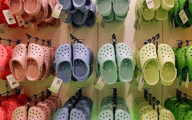 इसे पढ़ें: क्या Crocs पहनना कभी ठीक है?