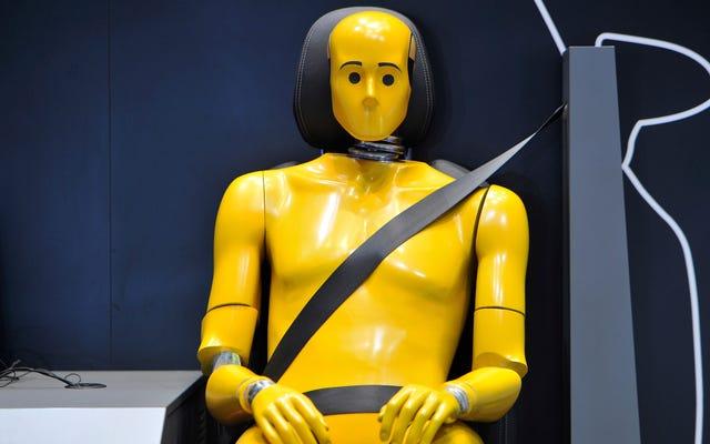 ผู้หญิงกำลังเสียชีวิตจากอุบัติเหตุทางรถยนต์เพราะหุ่นทดสอบการชนหญิงเพียงคนเดียวมีน้ำหนัก 110 ปอนด์