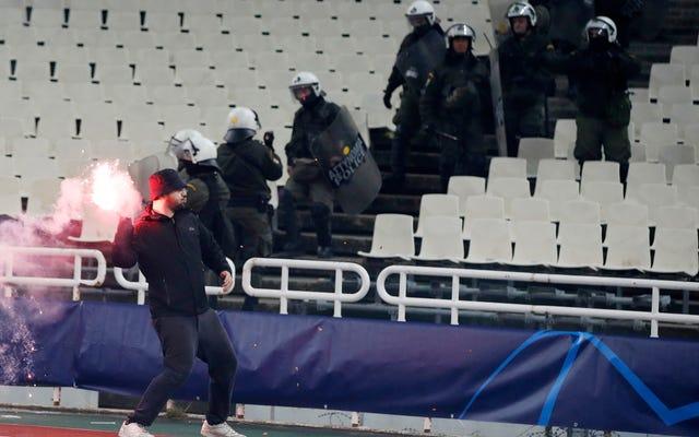 ギリシャでのUCLの試合に先立ち、Ajaxファンの近くで爆弾が爆発