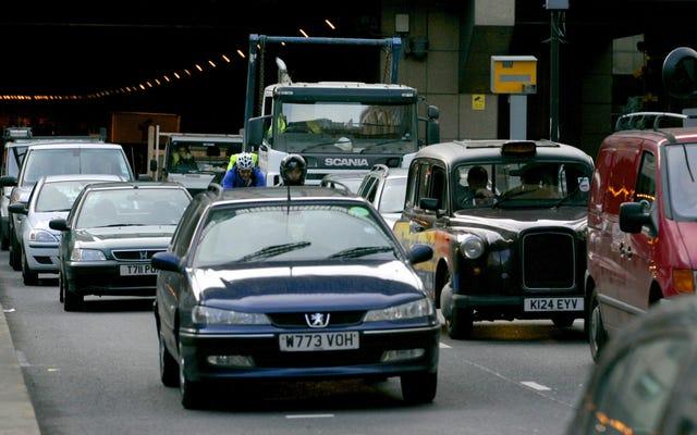 รัฐมนตรีที่เจ๋งที่สุดในรัฐบาลอังกฤษต้องการเพิ่มขีด จำกัด ความเร็วเป็น 80 ไมล์ต่อชั่วโมง