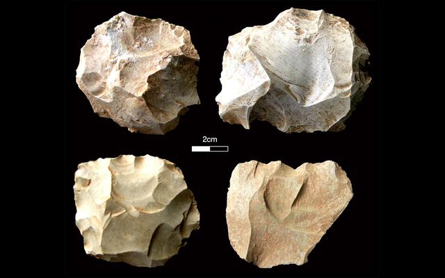 石器は、破局噴火が74、000年前に人類を破壊しなかったことを示唆しています