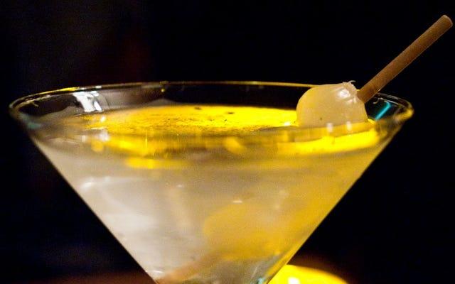Les oignons marinés sont le cadeau de bricolage parfait pour l'amateur de cocktails dans votre vie