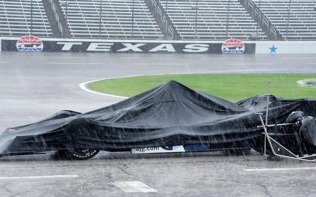 La course Texas IndyCar partiellement inondée était si humide qu'elle se terminera maintenant en août