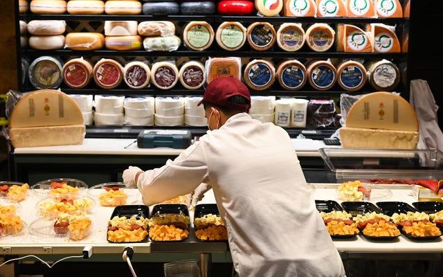 最前線の食料品店の労働者がCOVID-19のストーリーを共有します