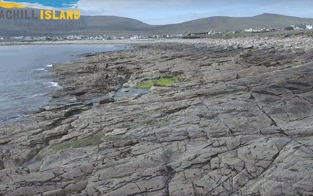 失われたアイルランドのビーチは33年後に不思議なことに再び現れます