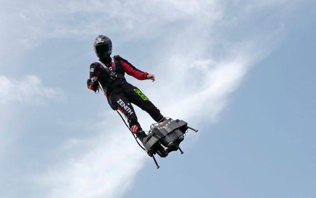 L'inventore Franky Zapata riesce ad attraversare la Manica sul suo Flyboard dopo un secondo tentativo