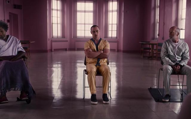 Sarah Paulson sta camminando sui vetri rotti nel trailer dell'ultimo film di M. Night Shyamalan