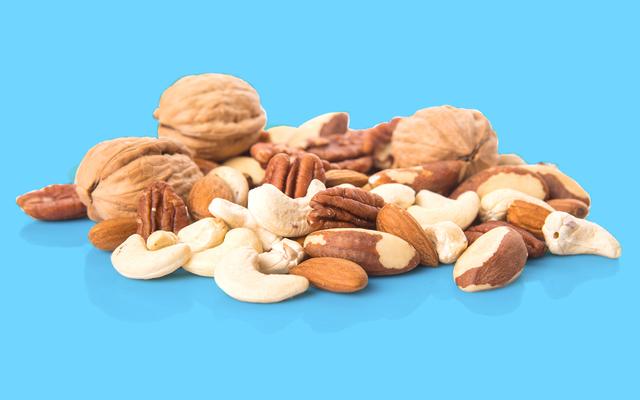 毎日一握りのナッツを食べることはあなたが長生きするのを助けるかもしれません