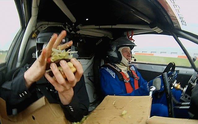 Ne faites pas votre déjeuner dans une voiture de rallycross bondissante