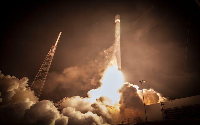 Falcon 9ロケット(SpaceXでさえクラッシュすると考えている)がライブで打ち上げられるのを見る
