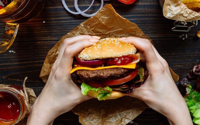 Dónde conseguir hamburguesas con queso gratis para el día nacional de la hamburguesa con queso