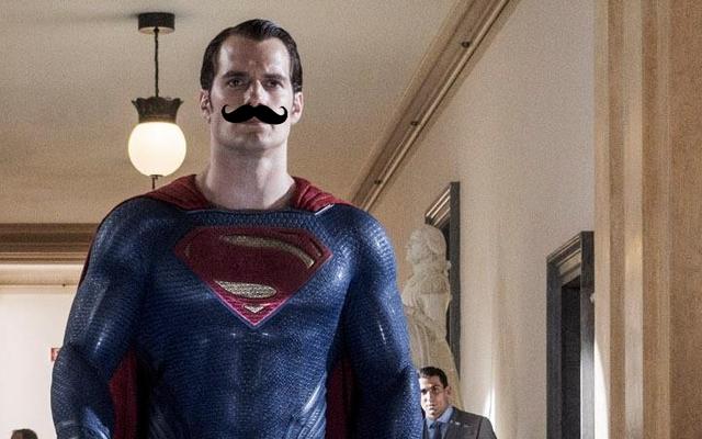 Ben Affleck Menggambarkan Kumis Justice League Henry Cavill Semakin Membuat Kita Menginginkannya dalam Film
