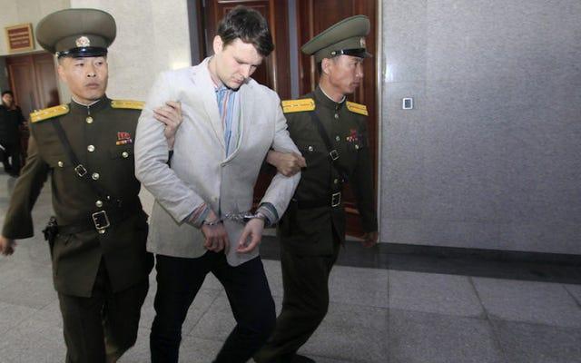 ポスターを盗んだとされる大学生が北朝鮮の刑務所収容所から医学的に避難した