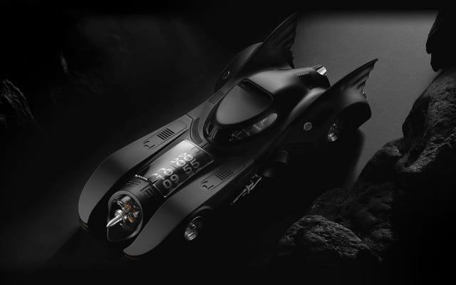 Jangan Menyebut Diri Anda Penggemar Batman Jika Anda Tidak Akan Membayar $ 29.900 untuk Jam Meja Batmobile Ini
