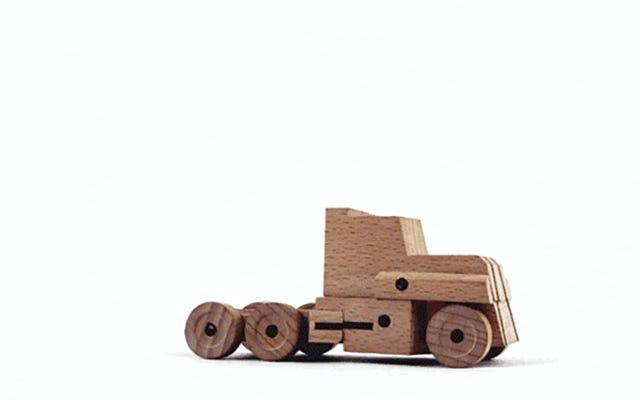 驚くべき木製のトランスフォーマーは即座に木の小さな塊に変わります