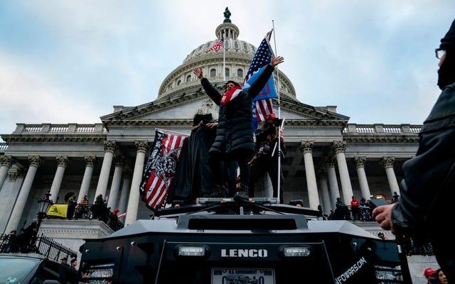 私たちは、国会議事堂での白人至上主義者の反乱に対して企業のイネーブラーに説明責任を負わせる必要があります