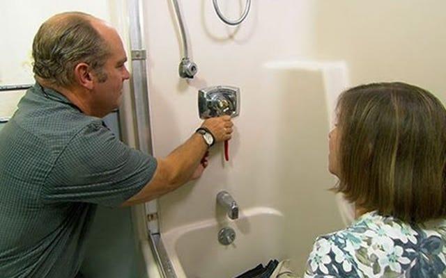 きしむシャワーの原因とその修正方法