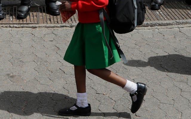 Un estudio encuentra que las alumnas del Reino Unido sienten que los uniformes las convierten en un 'objetivo' para el acoso callejero