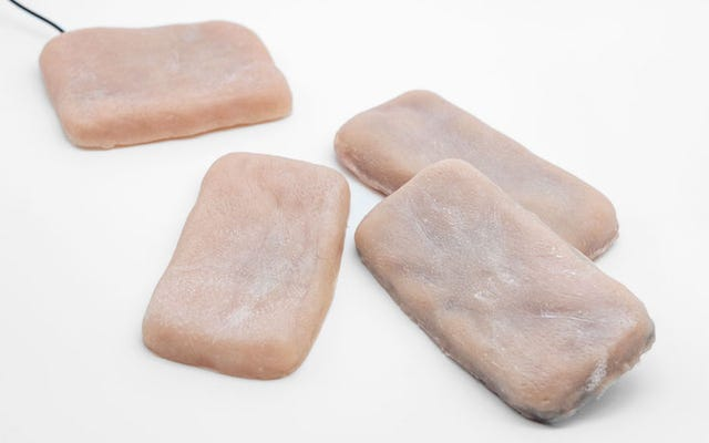 Вы не сможете оторваться от этих чехлов для мобильных, сделанных из искусственного меха.