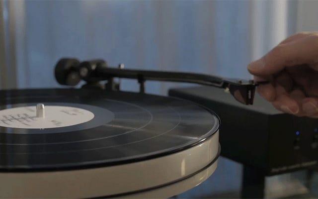 Se odi i tuoi occhi, ora puoi guardare i video registrati su un disco in vinile