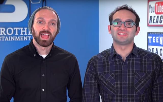 Blogger réagit aux YouTubers populaires qui veulent marquer le mot `` React ''