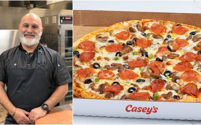 केसी के भक्तों को सुविधा स्टोर पिज्जा से प्यार है - हमने हेड पिज्जा शेफ से पूछा क्यों