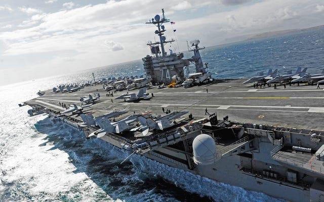 米海軍は、紛争中の南シナ海に軍艦の艦隊を帆走させた
