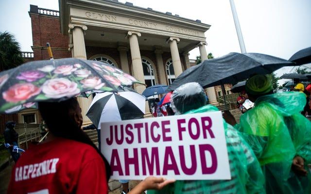 グレゴリーとトラビス・マクマイケルの弁護士は、アマド・アーバリーが法廷で「犠牲者」と呼ばれないように要求します