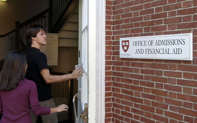 司法省は、人種に基づく入学慣行をめぐってハーバード大学を訴えると脅迫している