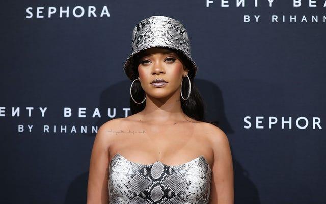 Rihanna ha rifiutato lo spettacolo dell'intervallo del Super Bowl in solidarietà con Colin Kaepernick: rapporto