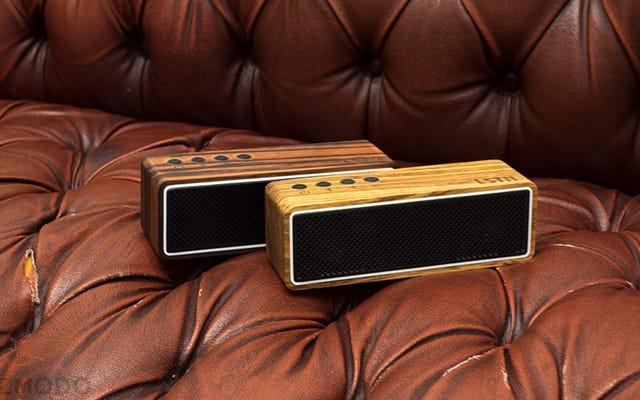 यह लकड़ी का स्पीकर खरीदें, एक बधिर व्यक्ति को सुनने में मदद करें