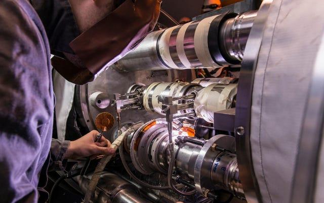 大型ハドロン衝突型加速器が2年間停止する理由