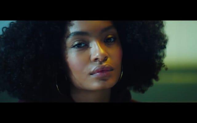 La nouvelle vidéo de Karena Evans pour Drake met la pop à l'épreuve de Bechdel